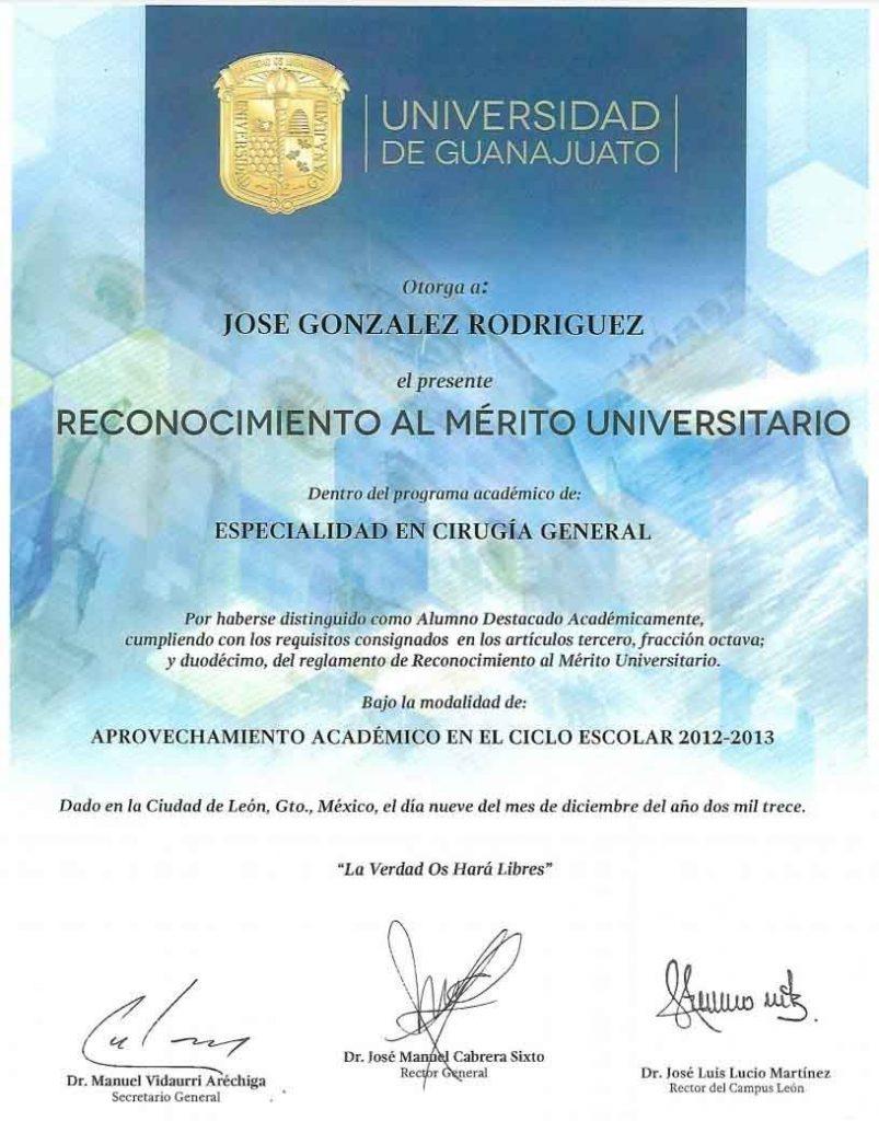 Mérito-Universitario-José-González-chica